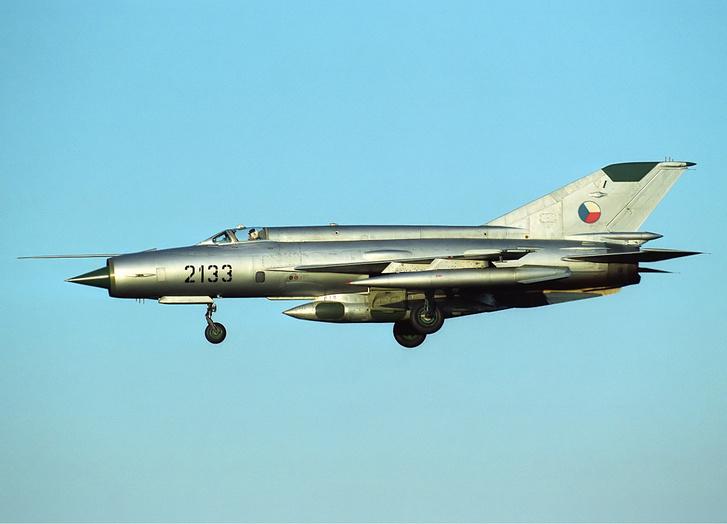 1959-ben indult a NATO pilóták korabeli mumusa, a MiG-21 vadászgép sorozatgyártása, mely mérföldkő a repülés történetében