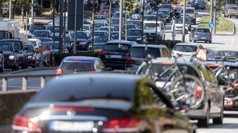 A német autógyártás szívében zárnák le a fosszilis energia korszakát