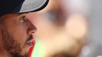 Váratlan fordulat: törölte Hamilton büntetőpontjait az FIA