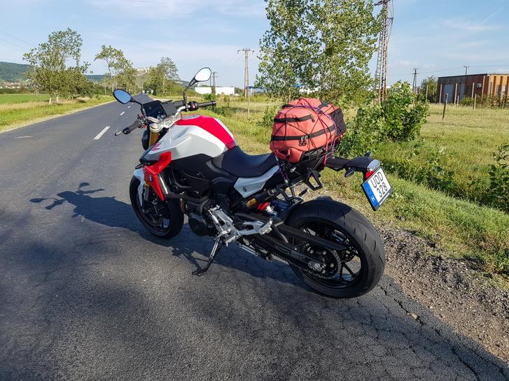 De hazafelé, pláne Siroktól istenit motoroztam