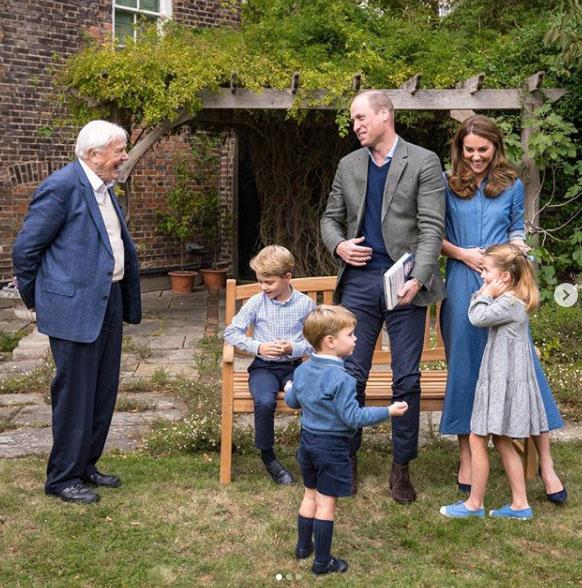 Az egész család kékben üdvözölte David Attenborough-t.