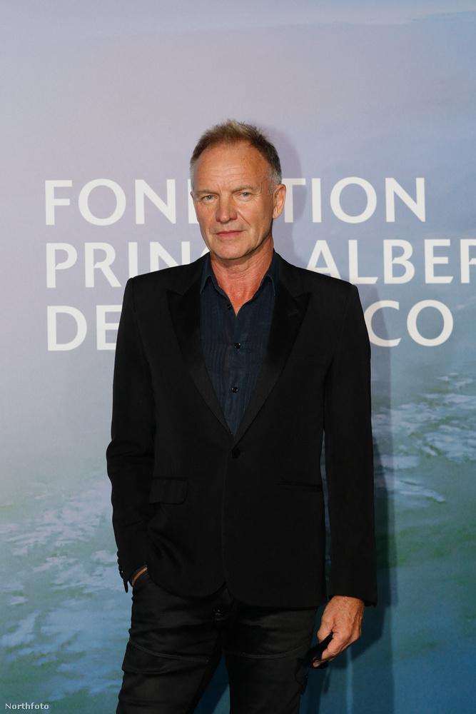 Sting macsósan laza volt ebben a sötét szettben, nem is zavart sok vizet a vörös szőnyegen