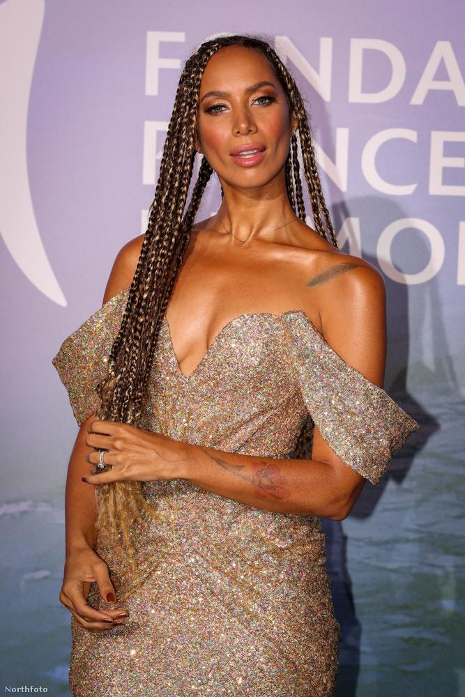 Na és Leona Lewisra emlékszik még? Túl sok slágerét nem tudnánk megemlíteni az előző egy-két évből, de azért a vörös szőnyeg még mindig jól áll neki