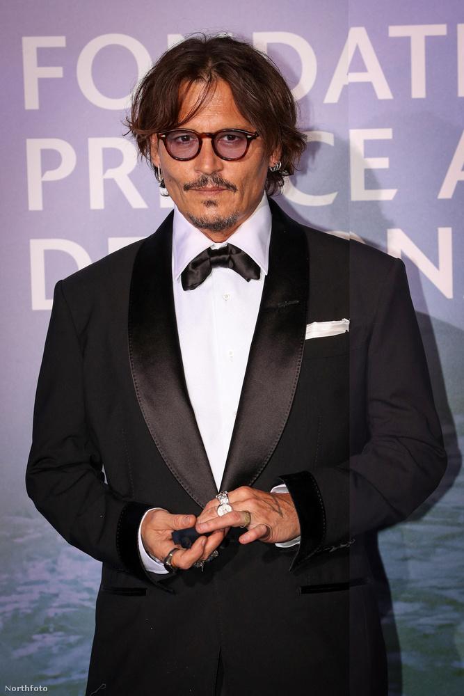 Az eseményre többek között Johnny Depp is elfáradt, aki lehet így heverte ki az utóbbi időszak viharos bírósági tárgyalásait, vagy így készült fel a következő felvonásra, amit már nem egy angol bulvárlappal, hanem volt feleségével fog megvívni.
