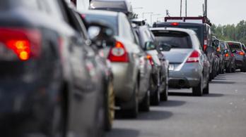 Árokba csapódott autó, megtorpanó kocsisor, élénk fővárosi forgalom – ezek várnak az autósokra hétfő reggel