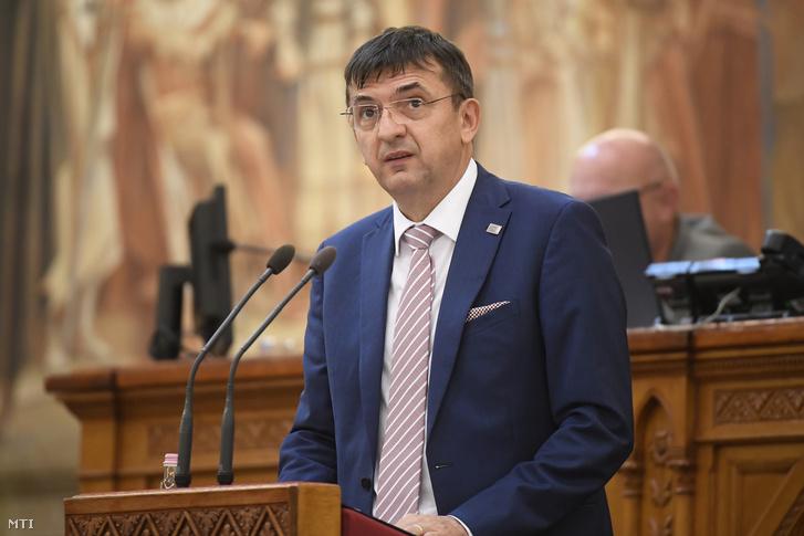 Domokos László az Állami Számvevőszék elnöke az Országgyűlés plenáris ülésén 2020. július 2-án