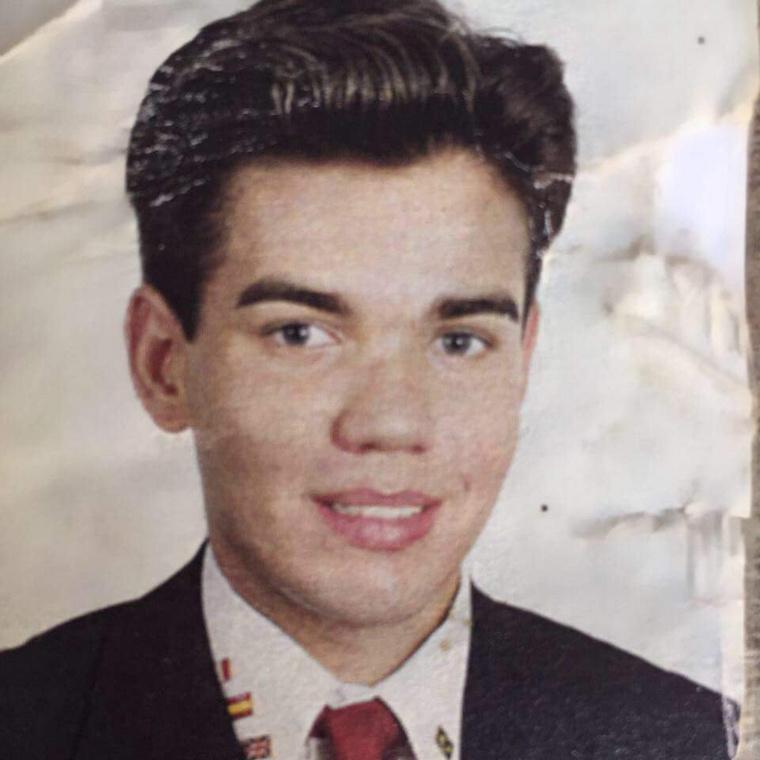 Ugorjunk most vissza néhány évtizedet az időben, hogy megmutathassuk önnek, hogyan nézett ki Alves tinédzserkorában