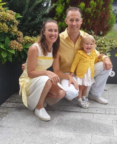 Martina Hingis és tüneményes családja. Kislánya, Lia 2021 februárjában már kétéves lesz.