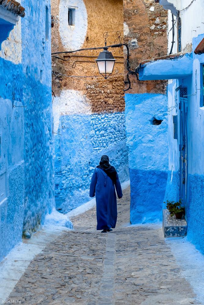 Chefchaouen azonban nemcsak a kék falairól híres, hanem a marihuánájáról is, amivel minden turisták örömmel megkínálnak