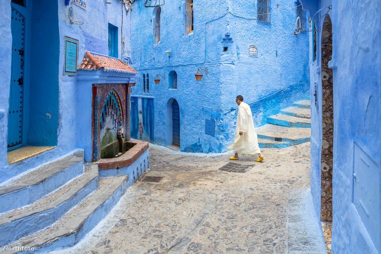 Az épületeknél általában csak az ajtók nem kékek, ezt igyekeznek más, élénk színnel kihangsúlyozni