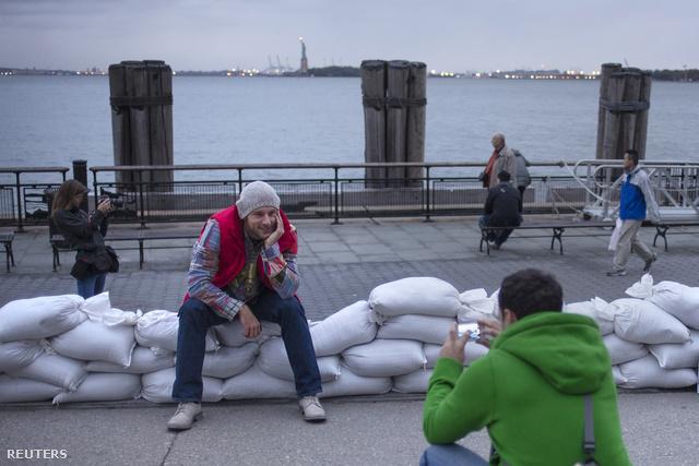 Vannak, akik kíváncsian várják a hurrikánt New Yorkban