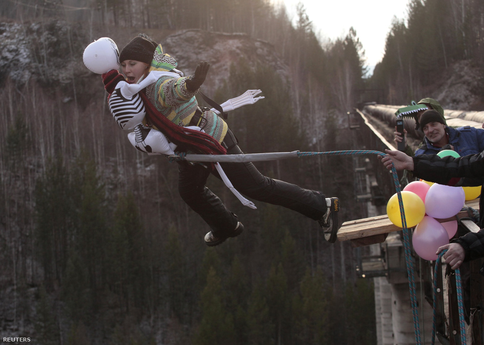 Halloweeni kötélugrás Szibériában