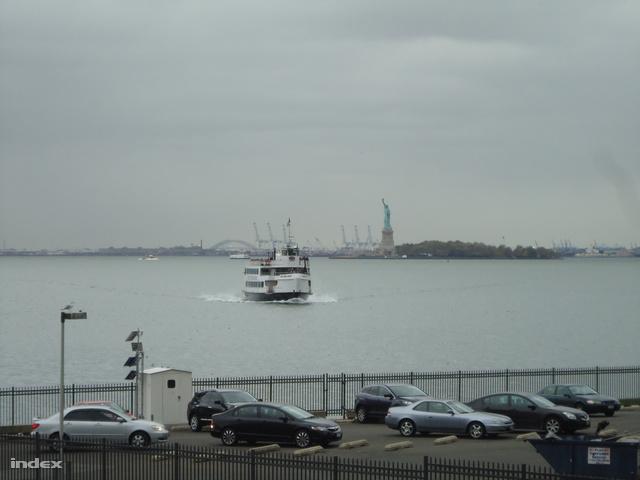 A hajókat még délután biztonságba helyezték, a nagy óceánjárokat előbb útnak indították.
