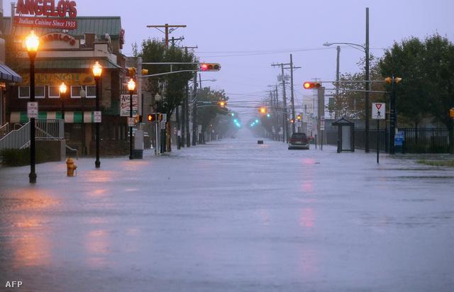 Víz alatt egy utca New Jersey-ben, New York mellett