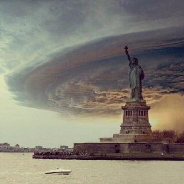 A felhő egy nebraskai viharról lett átphotoshopolva a Szabadság Szobor fölé