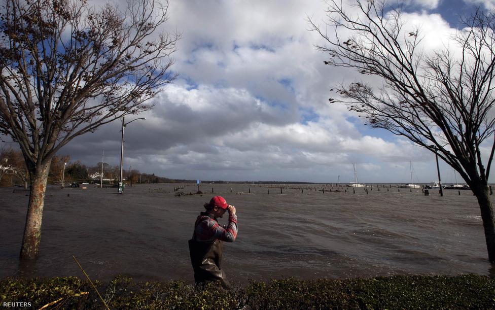 Bellport, New York. Kedden milliók szembesültek vele, hogy pontosan mekkora pusztítást is okozott a hurrikán.