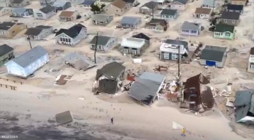 New Jersey partvidéke. A vihar elvonult, de a károk helyreállítása sokáig fog tartani. New Jersey államát katasztrófa sújtotta övezetnek minősítették.