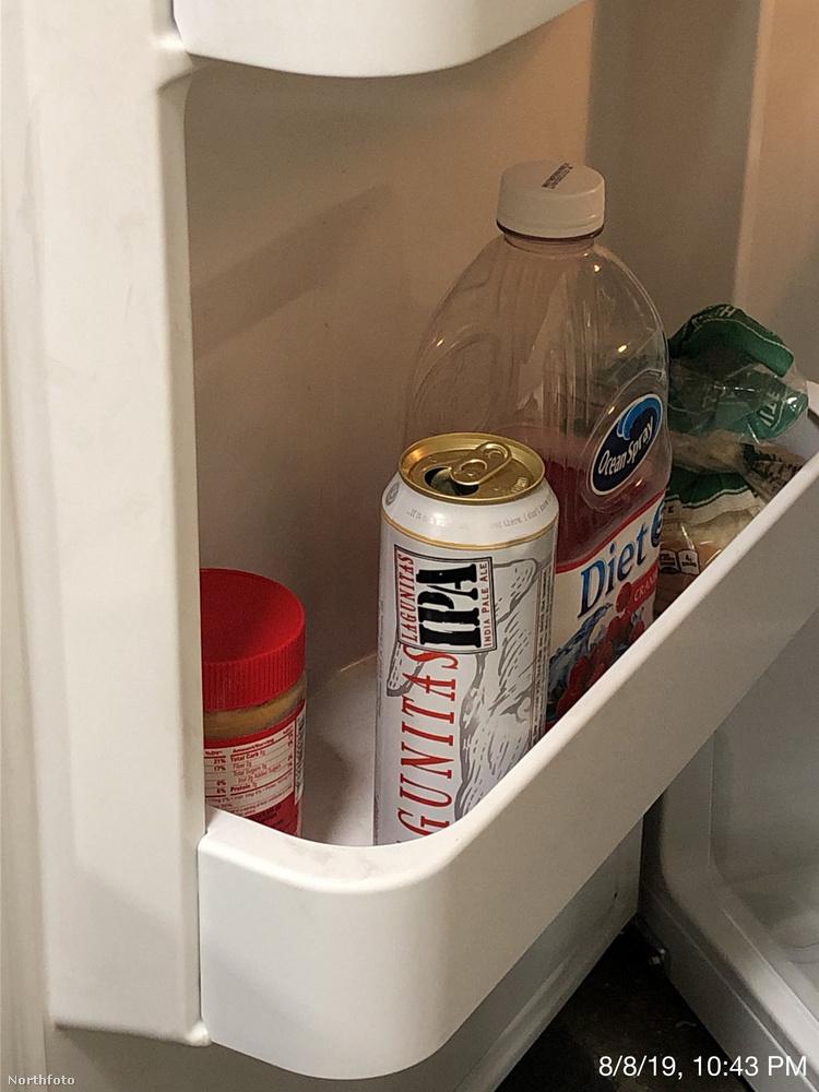 Kár, hogy a csak félig megivott sörüket már nem fejezhették be a munkások, mivel azonnali hatállyal kellett elhagyni munkahelyüket