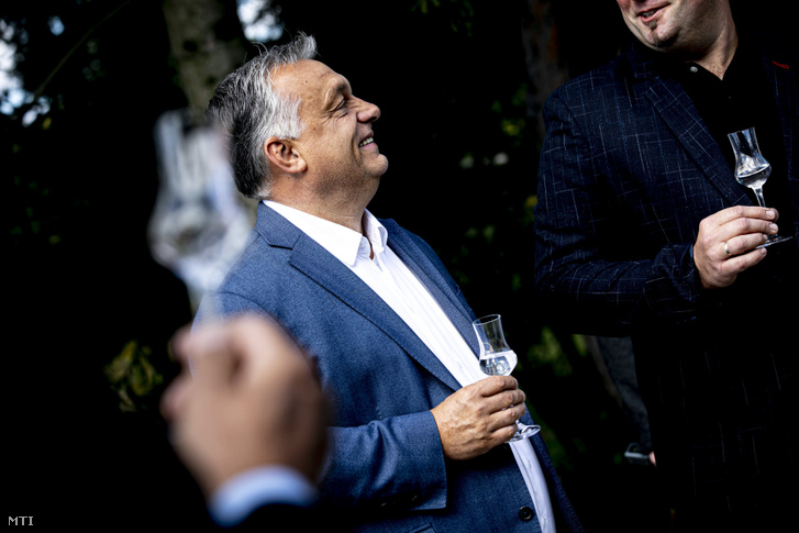 Orbán Viktor miniszterelnök a magyarországi szabad pálinkafőzés 10. évfordulóján szervezett ünnepségen a Zala megyei Becsehelyen 2020. szeptember 27-én