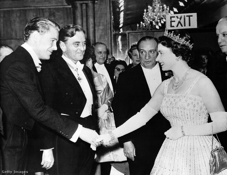 Ezen az 1962-ben készült fotón ugyanazt a ruhát láthatja, amit az előzőn is, csak Beatrix hercegnő esetben épp menyasszonyi ruhaként funkcionált