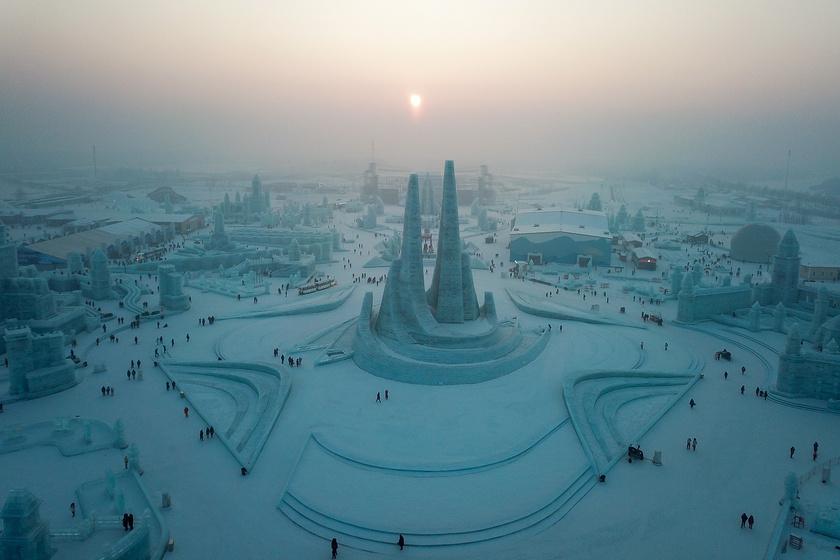 A harbini hó- és jégfesztivál a világ legnagyobbja, egy 1963-tól kezdve megtartott, jéglámpásokkal színesített kerti parti hagyományából ered. Az évek során az esemény óriásit nőtt, két éve már 600 ezer négyzetméteren várta a látogatókat.