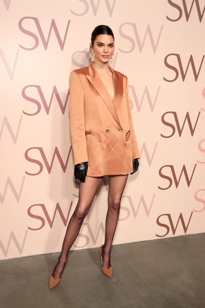 A magas női sztárokra áttérve Kendall Jennerrel nyitjuk a sort, akinek a 179 cm-es magassága talán nem is annyira kirívó, ha hozzátesszük, hogy modellkedik is