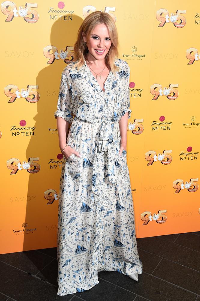 Az 52 éves Kylie Minogue hiába próbálja meg általában tűsarkú cipőkkel ellensúlyozni apró termetét, őt is feltettünk a listánkra