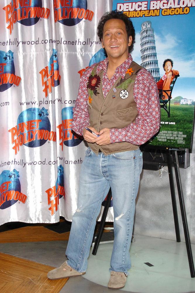 A komikus színész, Rob Schneider pontosan egy centivel alacsonyabb Marsnál, vagyis 161 centiméteres