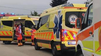 A mentők egy egész család életét mentették meg