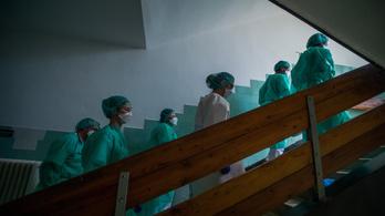 Húsz százalékkal emelik novemberben az ápolók és egészségügyi szakdolgozók fizetését