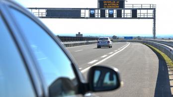 Csaknem félmillió sztrádamatricát vettek az autósok ez évben