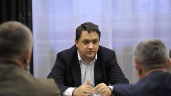 Vidnyánszkyék katonatisztre cserélik az SZFE kancellárját
