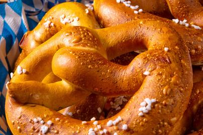A legpuhább házi perec receptje - Tökmaggal vagy sajttal szórva is isteni