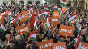 Két százalékkal vezet a Fidesz az ellenzéki pártok előtt
