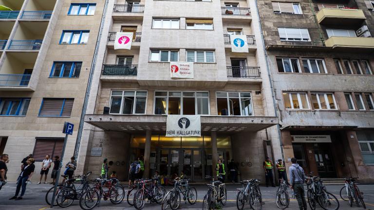 Nem engedték be az új kancellárt az SZFE épületébe
