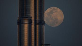 Arabok lehetnek a következők, akik a Holdra jutnak