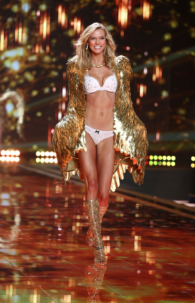 """A 30 millió dollár (9,3 milliárd forint) értékűre taksált Karlie Kloss  2015-ben hagyta ott a VS-et, meglepő okkal:""""Az ok, amiért úgy döntöttem, hogy nem dolgozom tovább a Victoria'S Secretnek az volt, hogy már nem éreztem úgy, hogy az ottani miliővel azonosulni tudnék"""