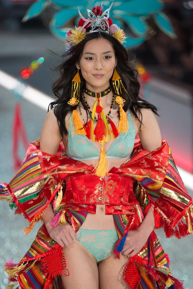 Kerr volt az első ausztrál, Liu Wen pedig az első Kelet-Ázsiai angyal