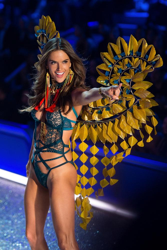 Alessandra Ambrosio 60 millió dollár (18,6 milliárd forint) boldog tulajdonosa