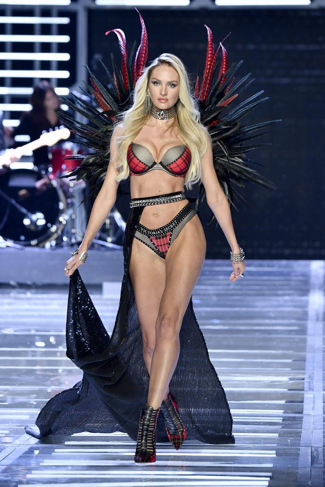 A 31 éves Candice Swanepoel 15 éves korában kezdett modellkedni, 2007-ben debütált a Victoria's Secretnél