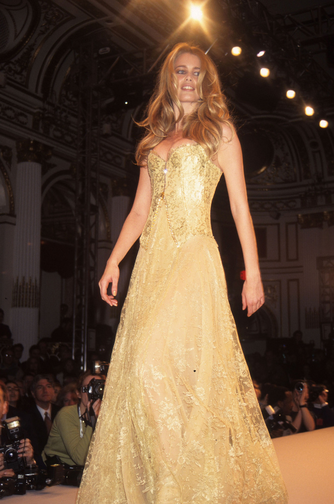 Claudia Schiffer az egyik lerégebb óta angyalként dolgozó modellünk, mint látja, az 1997-es VS showműsor nem pont úgy nézett ki, mint a néhány évvel ezelőttiek