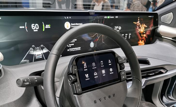 A Byton trendeknek megfelelő promóautója a tavalyi Frankfurti Autószalonon.