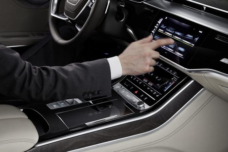 Szinesztézia szükséges, érezzék a képen az Audi feedbackjét.