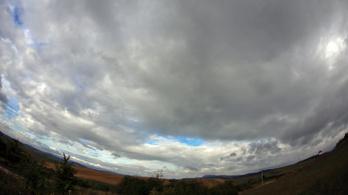 Nyugaton napsütésre, keleten esőre kell számítani csütörtökön