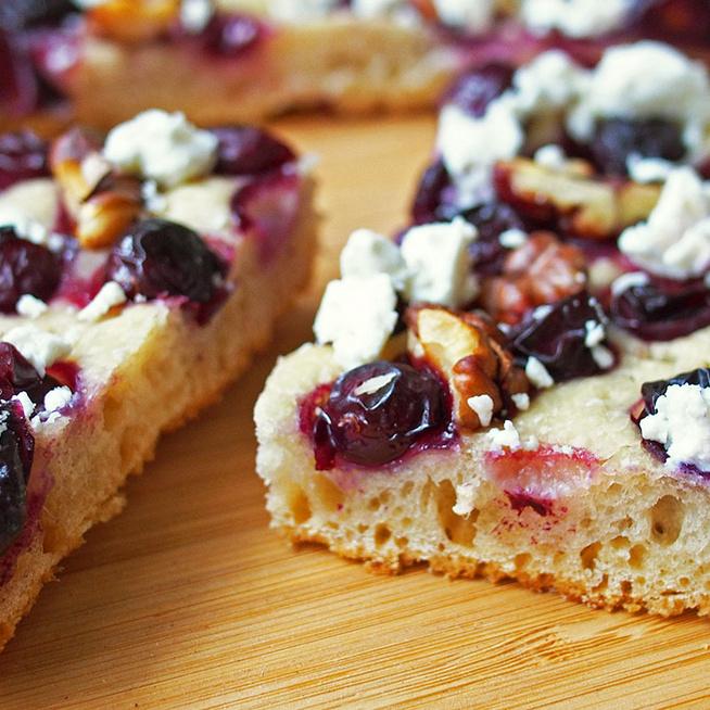 Őszi, szőlős focaccia dióval és feta sajttal - Kívül ropogós, belül foszlós