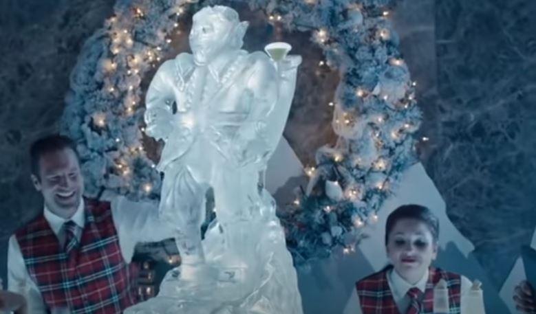 Az utóbbi évek egyik legsikeresebb karácsonyi filmjéből egy részlet. De melyikből?