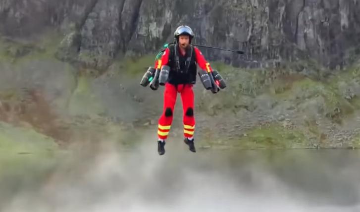 2020-09-30 21 09 59-UK unveils 'world's first jet suit paramedic