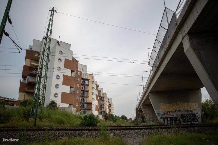 Drégelyvár utcai felüljáró (jobbra) 2019-ben