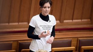 Szél Bernadett nehezményezi, hogy szakképesítés nélkül is lehet valaki felügyelő a Kalocsai Gyermekotthonban