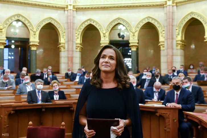 A családokért felelős tárca nélküli miniszterré kinevezett Novák Katalin, miután esküt tett az Országgyűlés plenáris ülésén 2020. szeptember 21-én